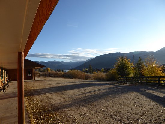 Black Bear Lodge of Grand Lake: view from the front door of room 21