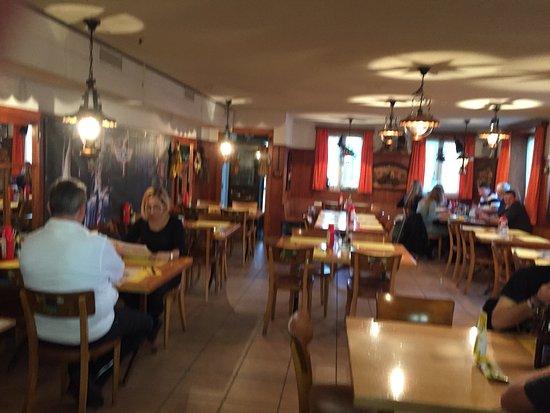 Bassersdorf, Suiza: Hauptstube des Restaurants