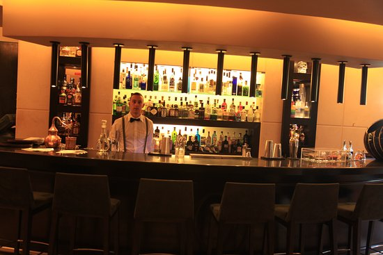 Linho, Portugal: The well stocked gin bar