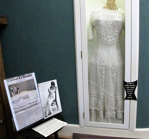 Chanute, KS: her dress, not wedding