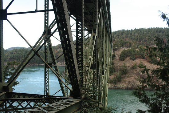 Oak Harbor, Etat de Washington : Under Bridge Shot