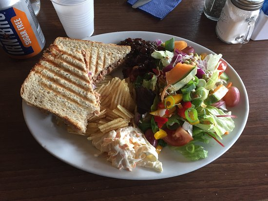 Wee Blether Tea Room: Delicious made to order tuna mayo & red onion toastie. Came with tasty, plentiful side salad, cr