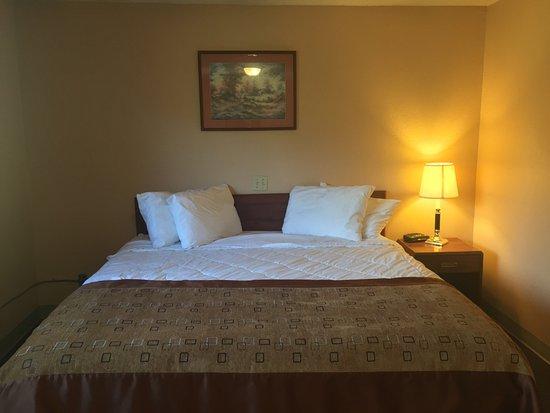 Valemount, Canada: 01 King Bed