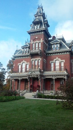 Independence, MO: Front View of the Mansion