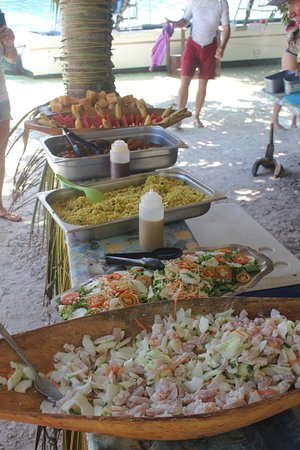 Marc's Picnic Island Motu Tour : Some of the great food at the picnic!