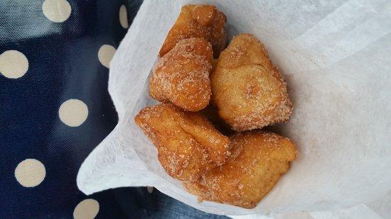 Merritt, كندا: Cinnamon sugar bannock bits!