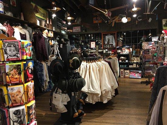 Cracker Barrel: Interior shopping area