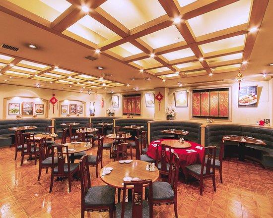Chuka Saikan Dohatsu Bekkan: 中華菜館 同發別館-1階グリル
