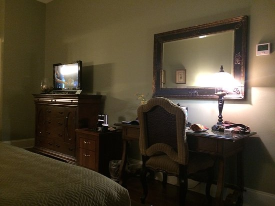 Nottoway Plantation Resort: Our cabin-double queen cottage