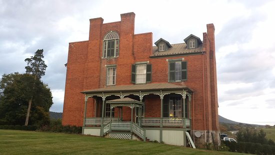 Max Meadows, VA: Mansion - side view