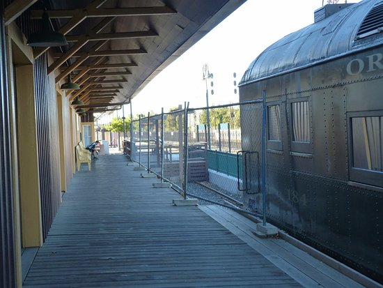 Edward Peterman Museum of Railroad History: OWR&N 184 at the train station