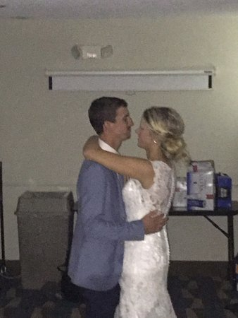 Lillington, Kuzey Carolina: First Dance in the hotel's conference room!