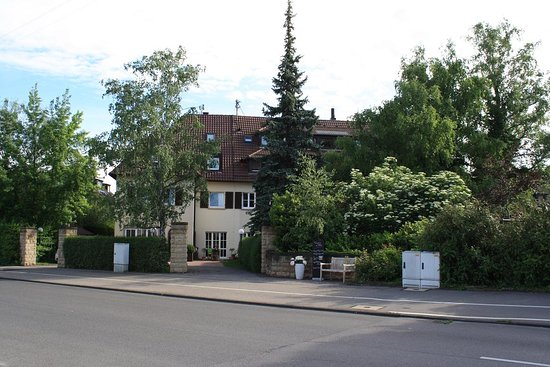 Fellbach, Alemania: Hotel from street