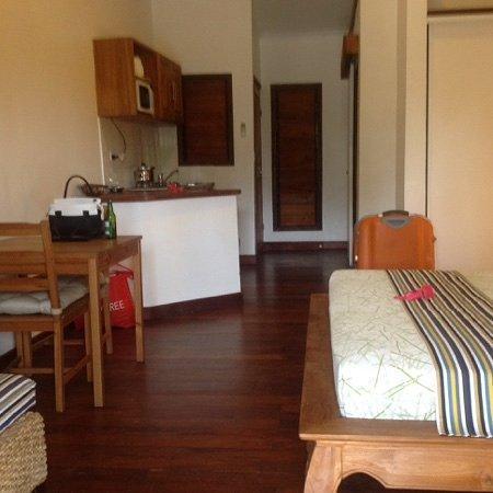 Tropicana Lagoon Apartments Resort: good size room