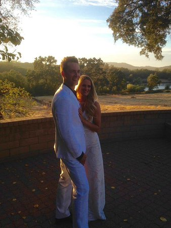 Shingle Springs, CA: Lake villa rehearsal dinner