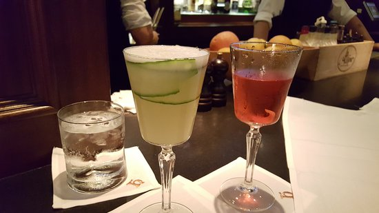 Hy's Steakhouse & Cocktail Bar: Gin & cucumber drink and Whiskey drink