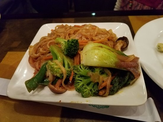Great Neck, NY: Veggie pad thai noodles...yum!
