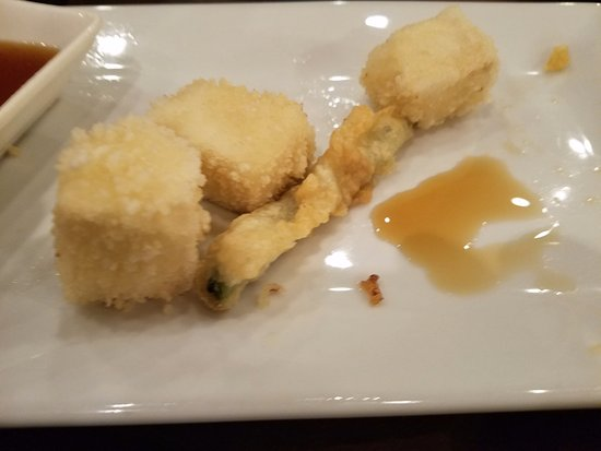 Great Neck, Нью-Йорк: Fried age tofu and some tempura...sorry we ate most of it already:-)haha