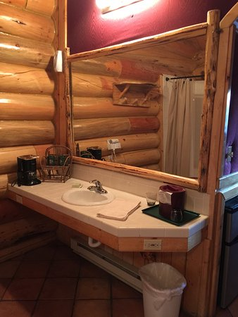 Hibernation Station: Large clean bathroom