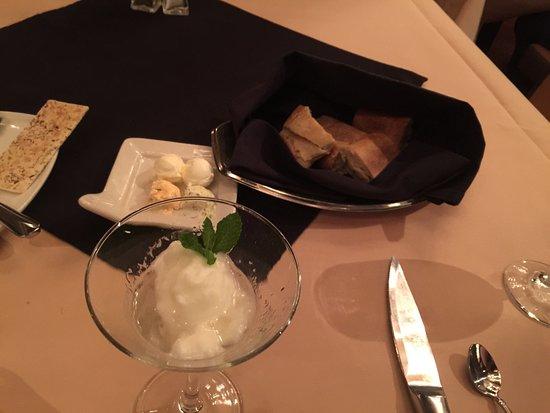 Ferndale, Вашингтон: French onion soup lemon sorbet 9oz filet mignon