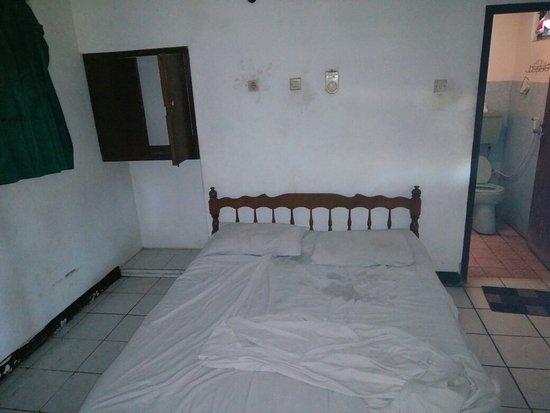 Anturan, Indonesië: Eher nicht so schön. Harter Chlorgeruch im Zimmer...