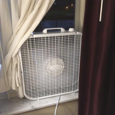 Allen Park, MI : NO AIR CONDITIONING