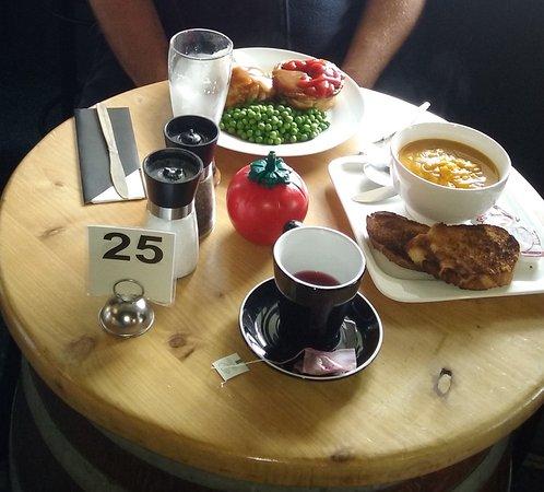 Stratford, Selandia Baru: Yummy lunch at Whongamomona Hotel