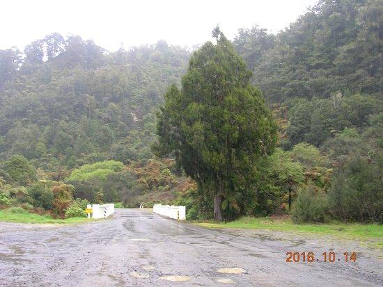Stratford, Nuova Zelanda: one lane bridge and more potholes