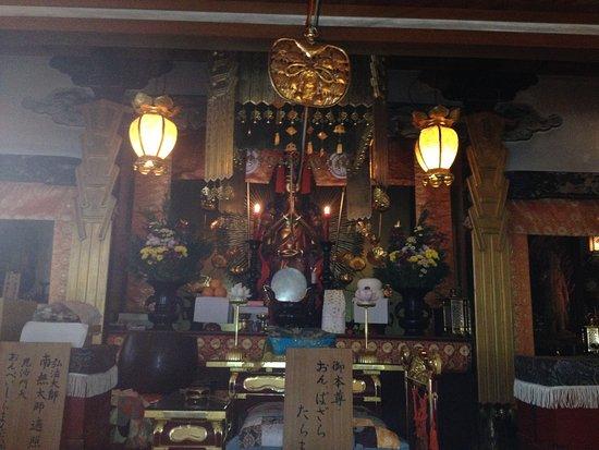 Otowasan Kannonji Temple: 御本尊の千手観音さま。細い腕が本当にたくさんあります。