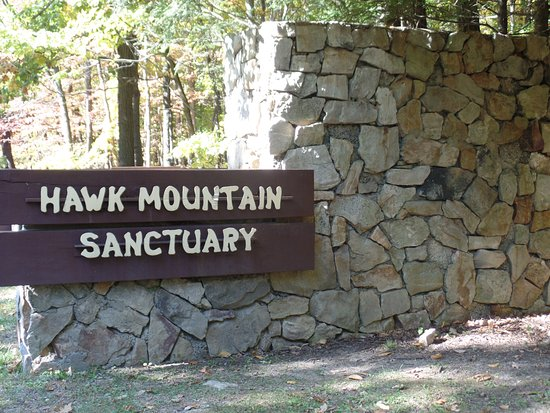 Kempton, Pensylwania: Hawk Mountain Sanctuary sign.