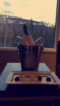 Delta Hotels by Marriott Kananaskis Lodge: Our special anniversary gift from the hotel