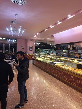 Bar pasticceria dino casalecchio di reno via marconi for Hotel a casalecchio di reno