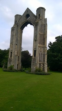 Walsingham, UK: Ruins in the grounds.