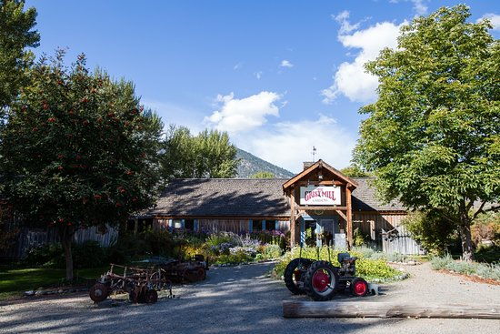 Keremeos, Canada: Entrance to the gardens