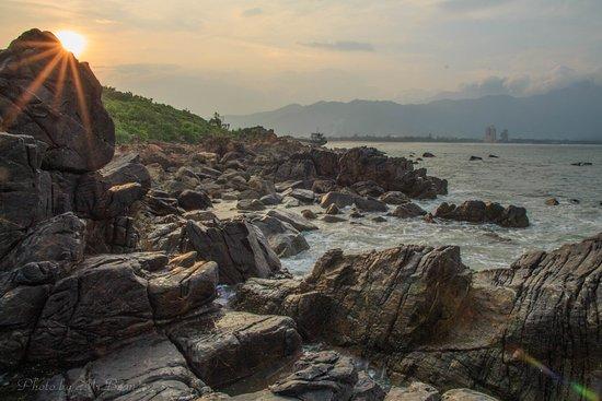 Hue Photo Tours: Sunset at Nam O beach, Danang city, Vietnam