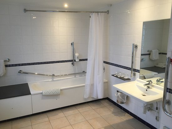 Bramhope, UK: The bathroom was bigger than my Lounge at home & the family bedroom was ample room for two adult