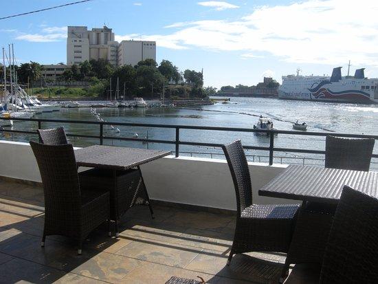 Hostal Marina Real: la terraza donde sirven el desayuno