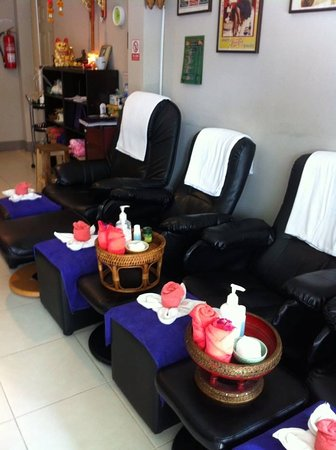 Beau Chana Massage: Foot Massage Chairs