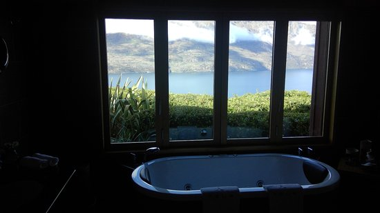 Azur: FULL LENGTH BATH AND VIEWS TO DIE FOR