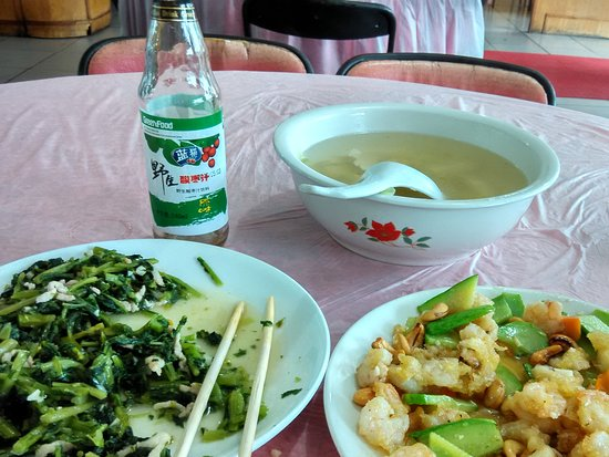 Zunhua, China: Fresh veggie and nice prawns at reasonable price