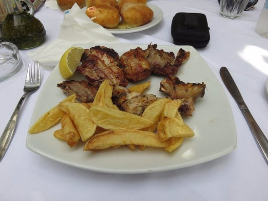 Taverna tou Zisis: Just 15 Chips in this portion purchased separately. Not good value.