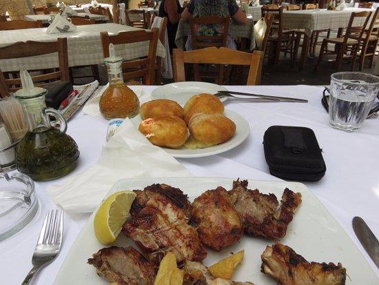 Taverna tou Zisis: Cheese Rolls