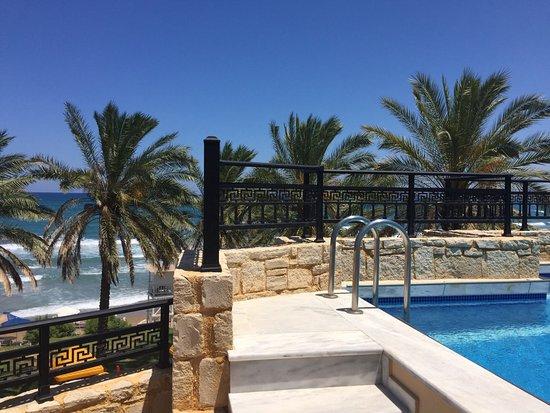 Alexandra Beach Resort: Kattoterassihuoneiston uima-allas