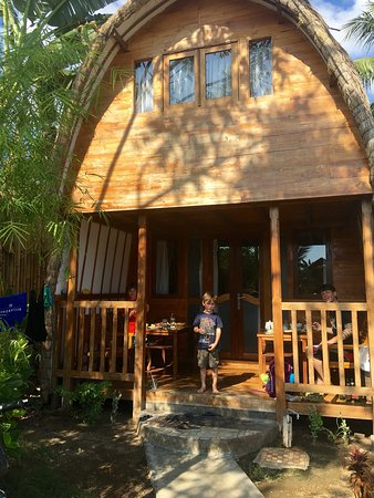 Cotton Tree Cottages : Breakfast. The cottage. The beach.   Service was better than any i have had. Friendly helpful at