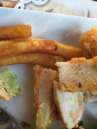 Jaux, Francia: Poulet reconstitue et frites trop cuites! HORRIBLE
