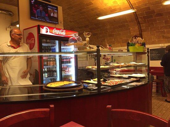 Pomarance, Italia: Theke und Innenraum