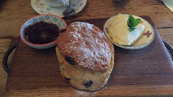 Biddenden, UK: Scone with clotted cream and strawberry jam