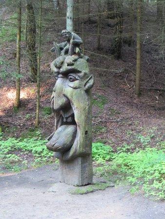 Juodkrante, Lithuania: Les croyance de l'époque sont très bien représentées dans ce lieu