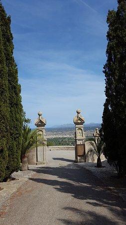 Petra, Ισπανία: вход в монастырь