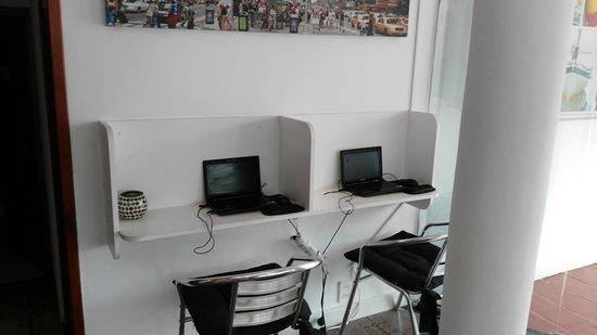 The SmallEast Hotel: computadoras para los huespedes